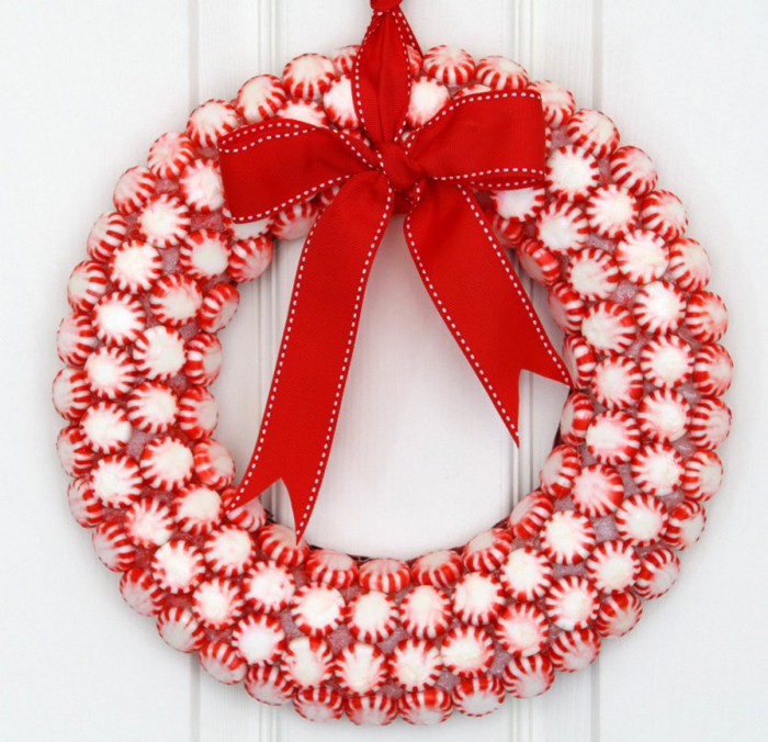 Candy-Christmas-Wreath-Red-And-White-Colours